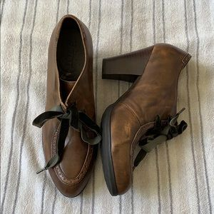 Born Brown Leather Shooties (9.5)